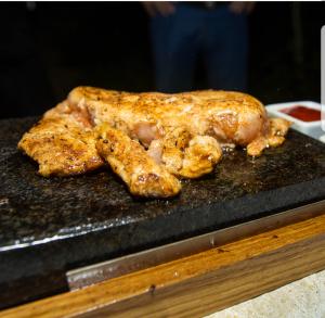 вулканические камни для жарки мяса курицы